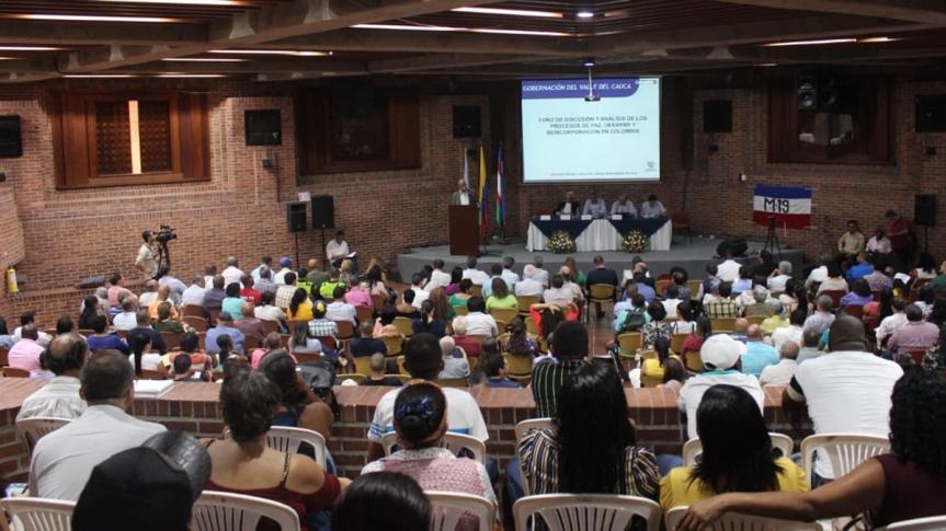 Proceso de paz en Colombia debe fortalecerse, aseguranintelectuales