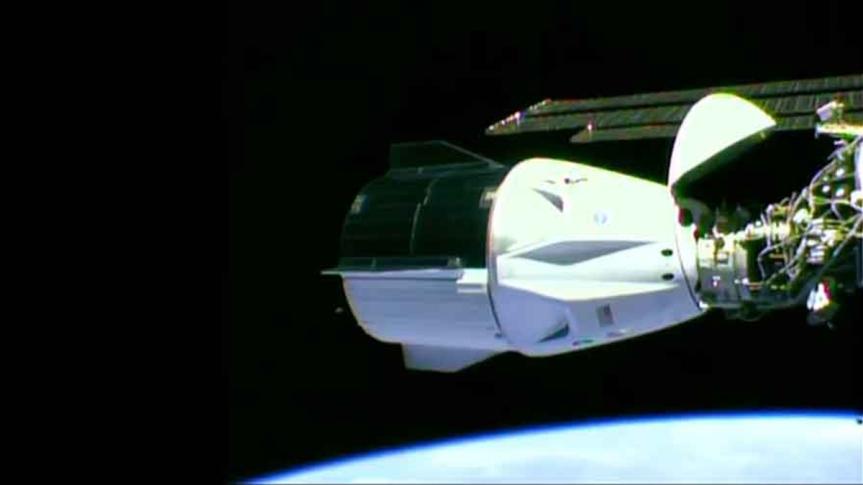 Nave tripulada Crew Dragon atraca en Estación EspacialInternacional