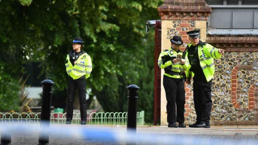 Policía británica declara acto terrorista apuñalamiento enReading