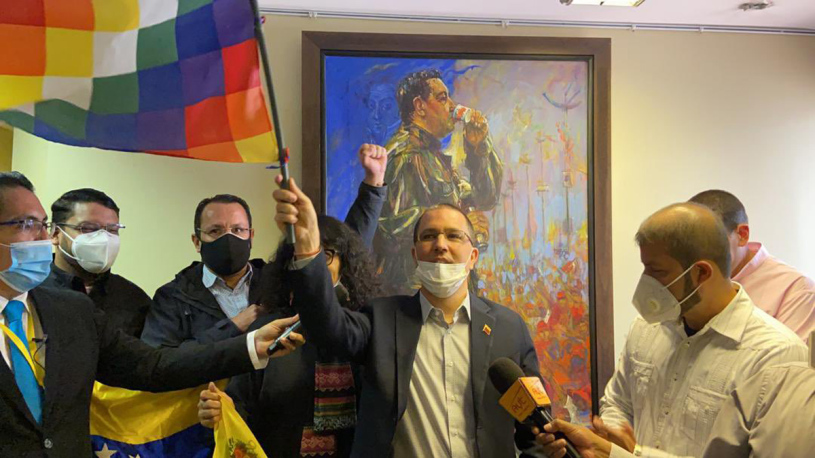 Venezuela recupera sede diplomática enBolivia